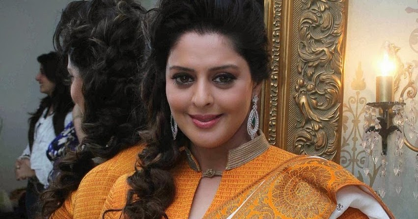Nagma hot Saree Stills - HIGH RESOLUTION PICTURES