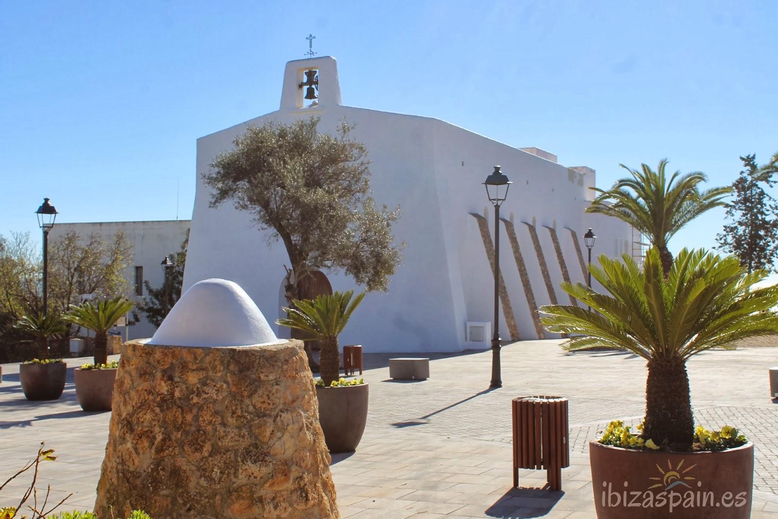 Iglesia de Es Cubells Ⓒ IbizaSpain.es