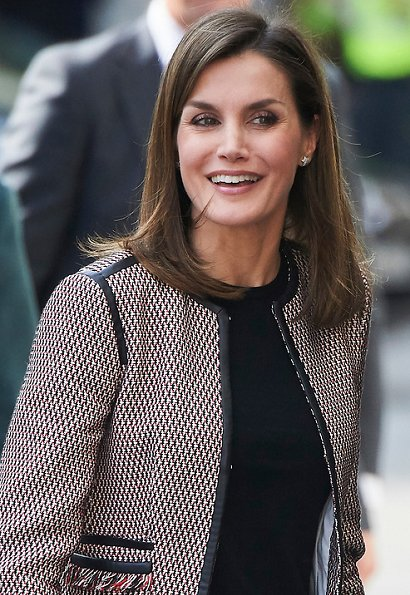 Queen Letizia wore Hugo Boss Keili Jacket and Hugo Boss Taru trousers, and wears Magrit pumps, she carried Carolina Herrera black clutch