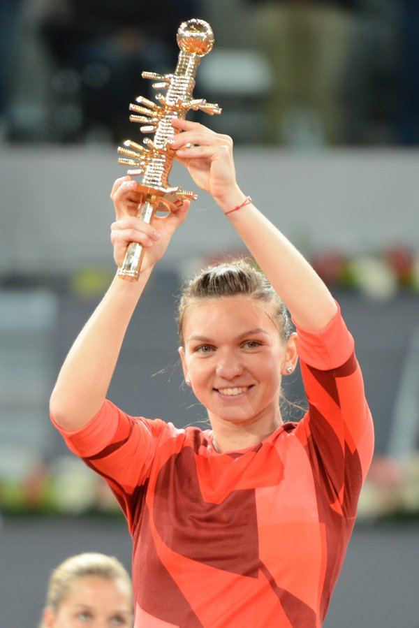 simona halep a castigat finala madrid open 2016 cu dominika cibulkova vs simona halep video rezumatul finalei turneului de la madrid 7 mai 2016 youtube wta highlights halep vs cibulkova rezumat video Simona Halep 2016 Mutua Madrid Open champion pictures photos finala madrid open 2016 halep vs cibulkova video youtube highlights wta