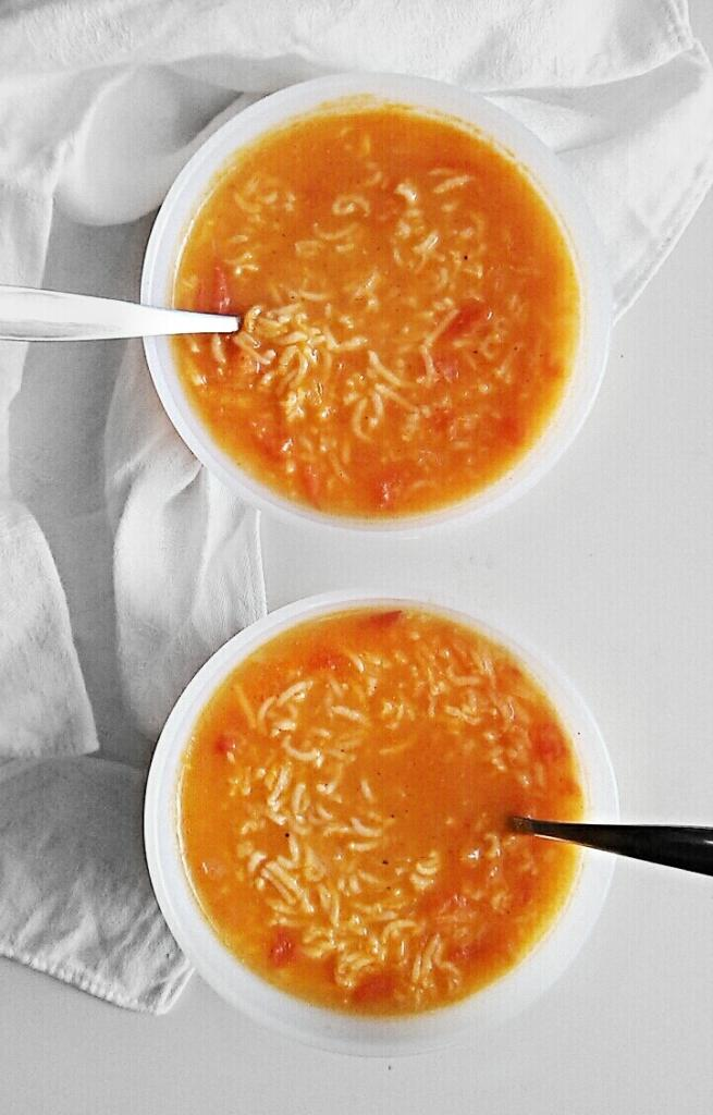 Healthy Jordanian rice and tomato soup