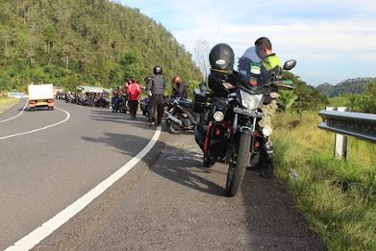 Berhenti sejenak di jalan tembus Tawangmangu ke Sarangan