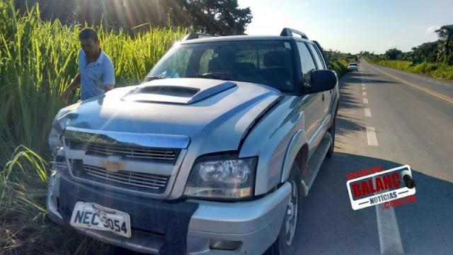 Acidente grave com camionete deixa motociclista em estado grave na BR 364 ntre Jaru e Ariquemes