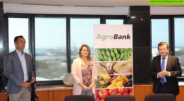La Consejería de Agricultura y CaixaBank impulsan microcréditos de hasta 50.000 euros para el sector