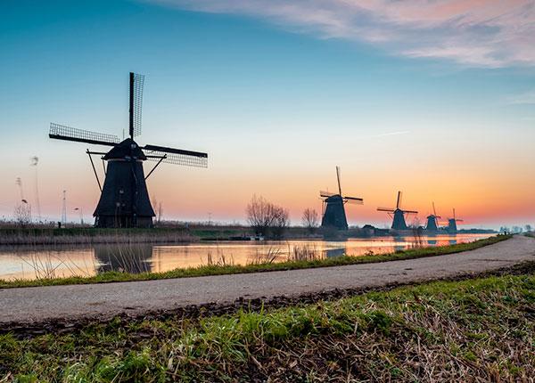 Panorama Indah Desa Kinderdijk Belanda - awiracr