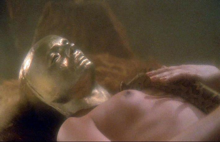 Ocron (Sabrina Siani) träumt. CONQUEST (Lucio Fulci, 1983)