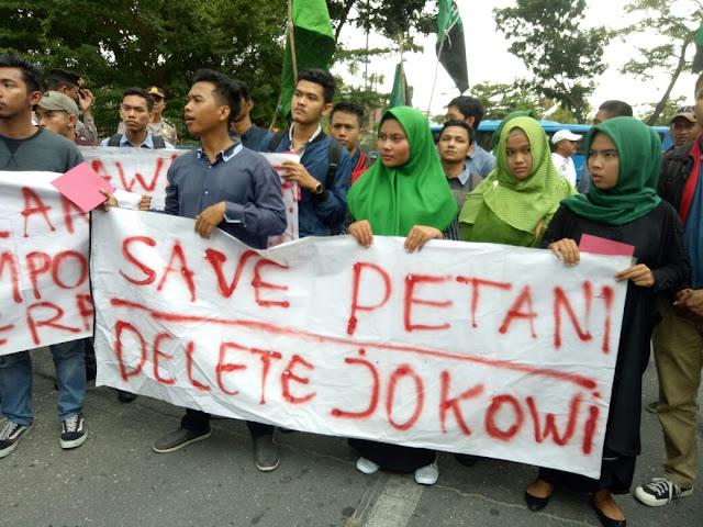 Mahasiswa Riau Protes Kenaikan Bahan Bakar Pertalite