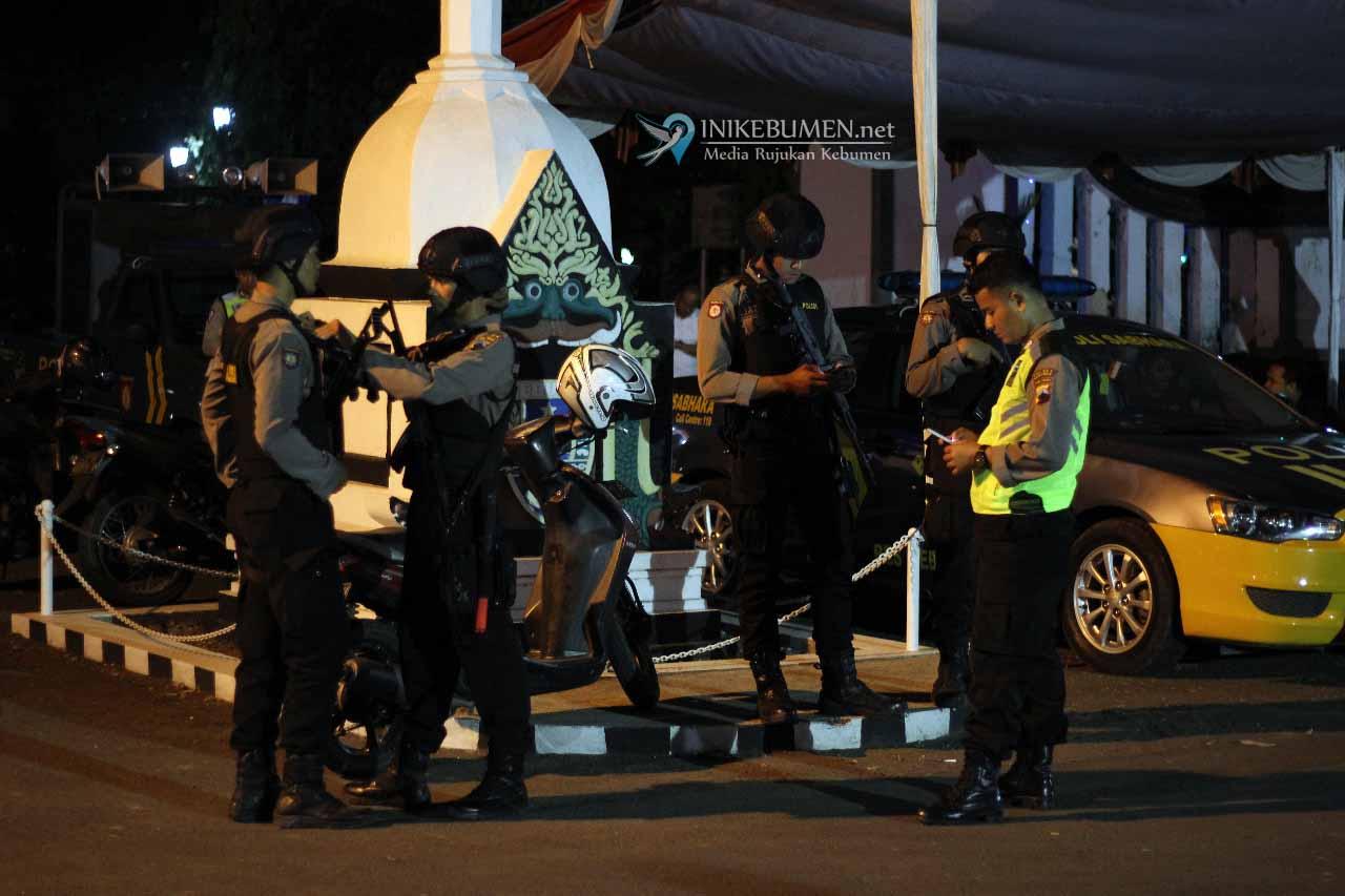 Malam Takbiran di Alun-alun Dijaga Ketat Polisi