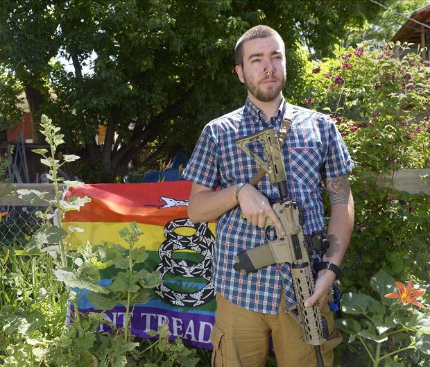 Clubes de armas LGBT dobram de membros após ataque em Orlando