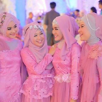 Model Seragam Keluarga Pengantin Muslimah Modis Elegan