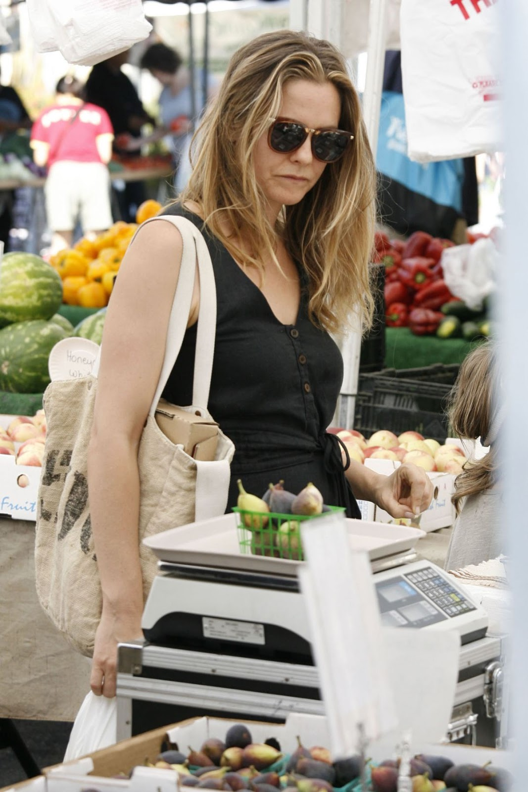 Alicia Silverstone Shopping At Farmer S Market in Los Angeles