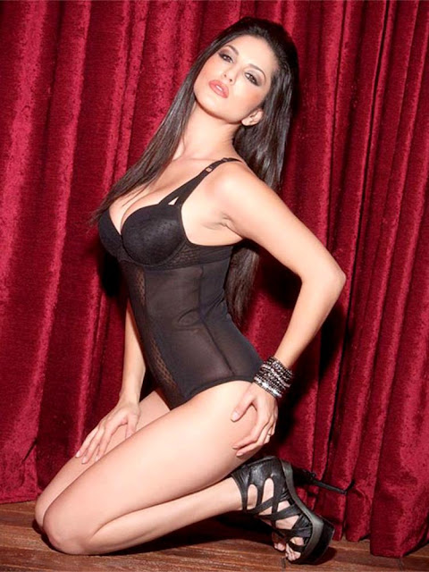 Sunny Leone looks ravishingly sexy