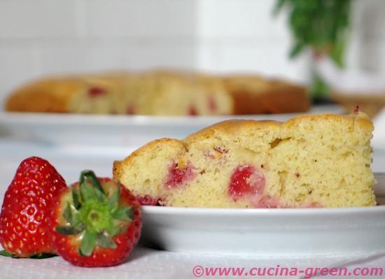 La torta alle fragole facile e veloce