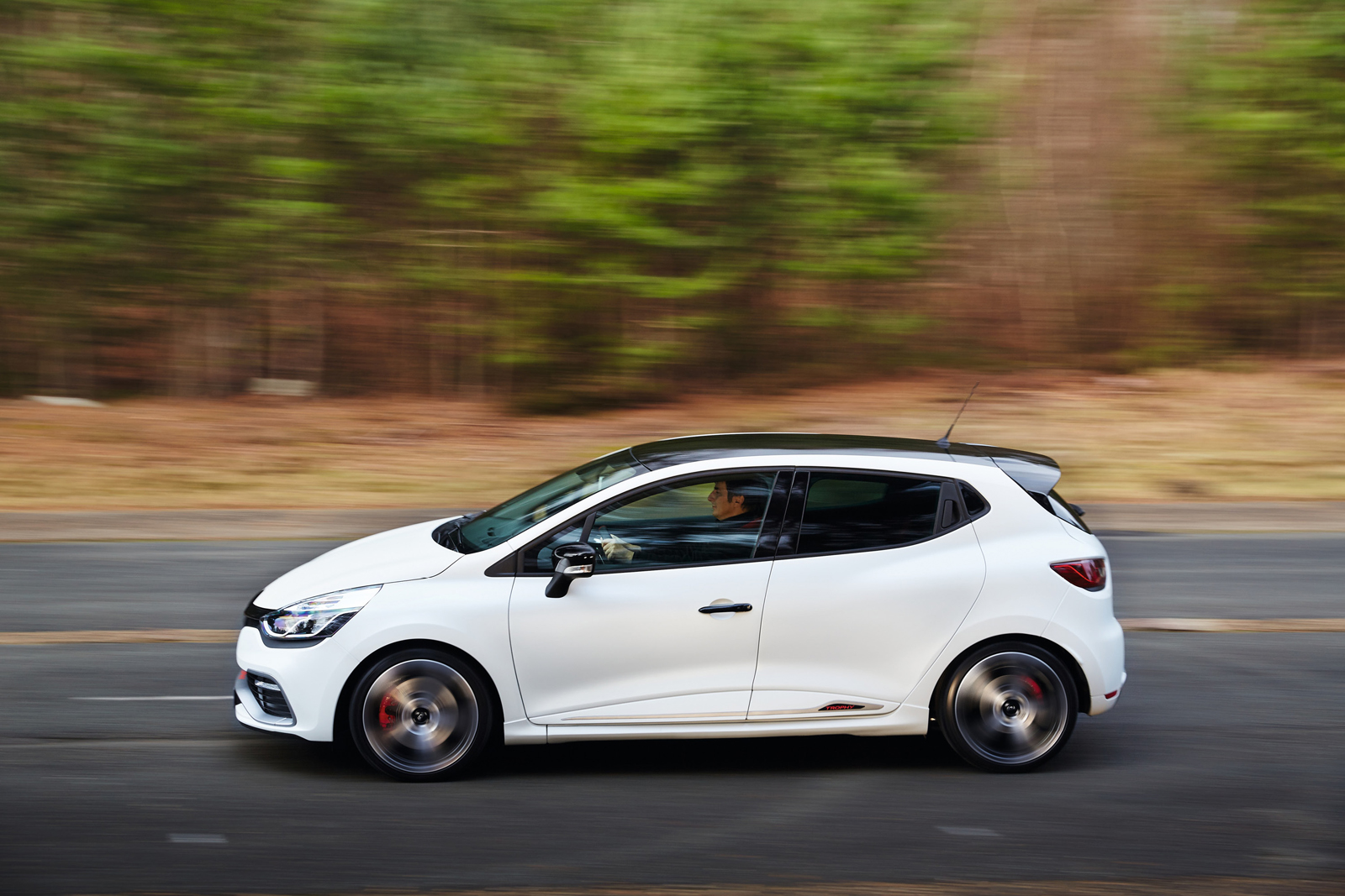 renault clio rs 220 trophy becomes fastest small hatch at the 39 ring with 8 23 lap carscoops. Black Bedroom Furniture Sets. Home Design Ideas