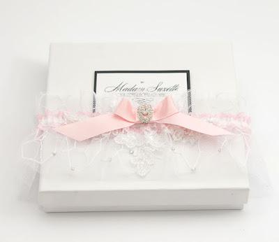 ręcznie robiona podwiązka ślubna koronkowa z kryształkami trendy ślubne 216