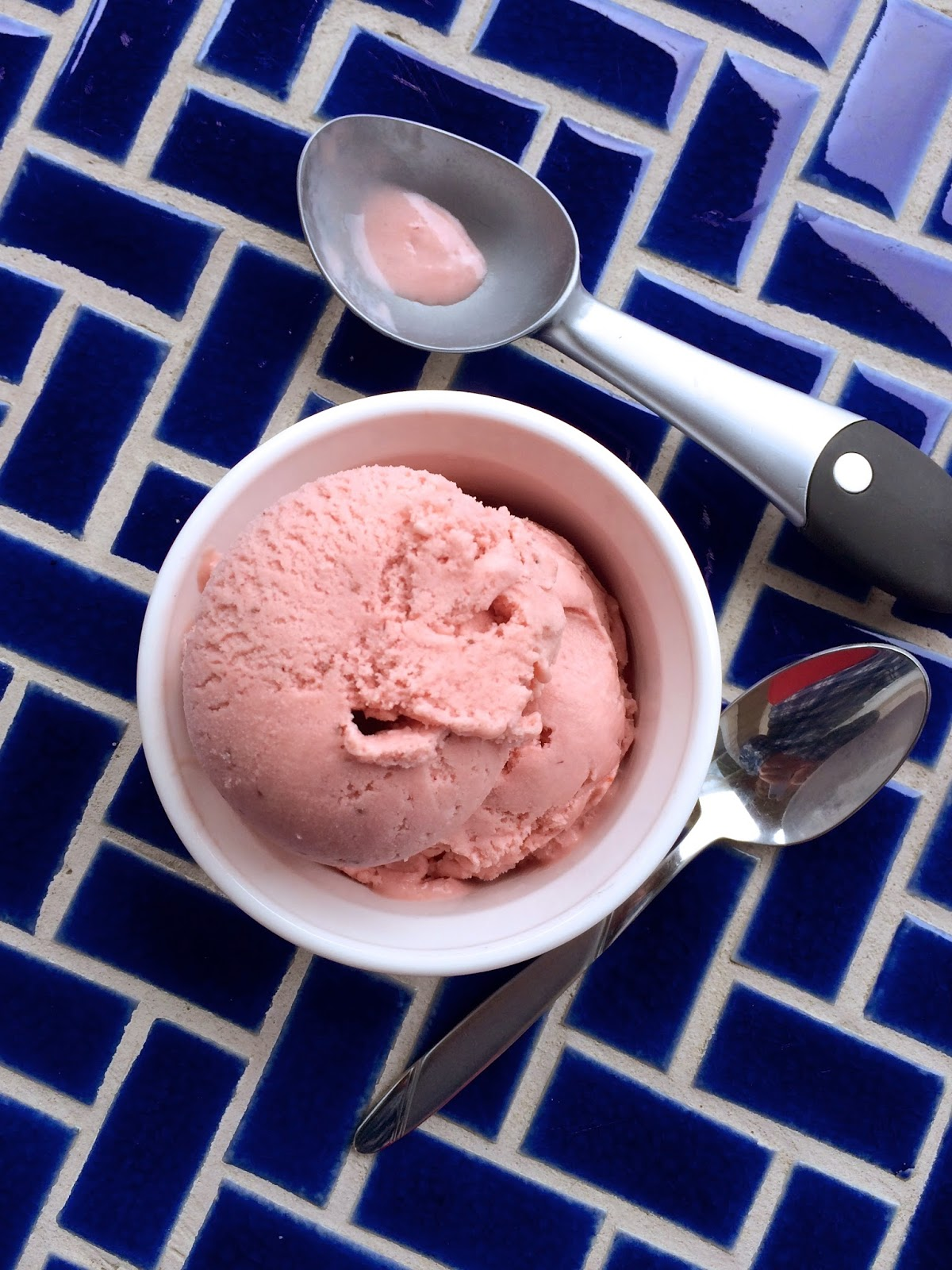 Fresh Strawberry Ice Cream by @javelinwarrior