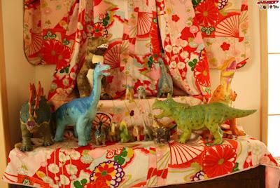 恐竜の雛人形