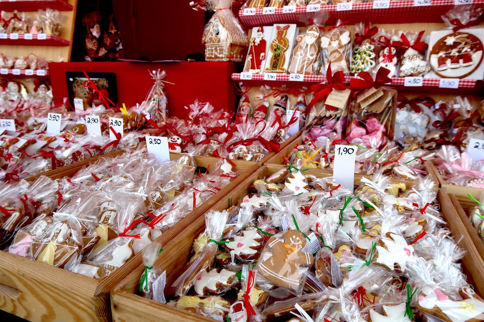gingerbread cookies stall at christmas market in vienna