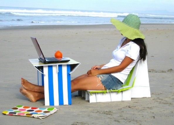 Conjunto de mesa y sillas de carton transportable