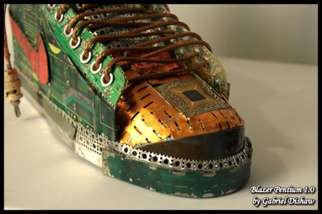 Sepatu Komponen Komputer