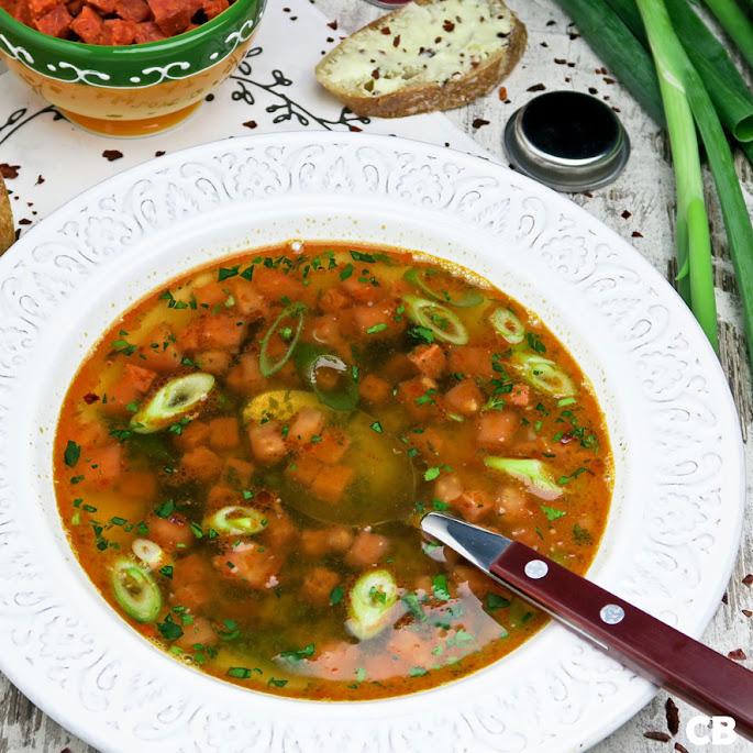 Sherrybouillon met chorizo en tomaat
