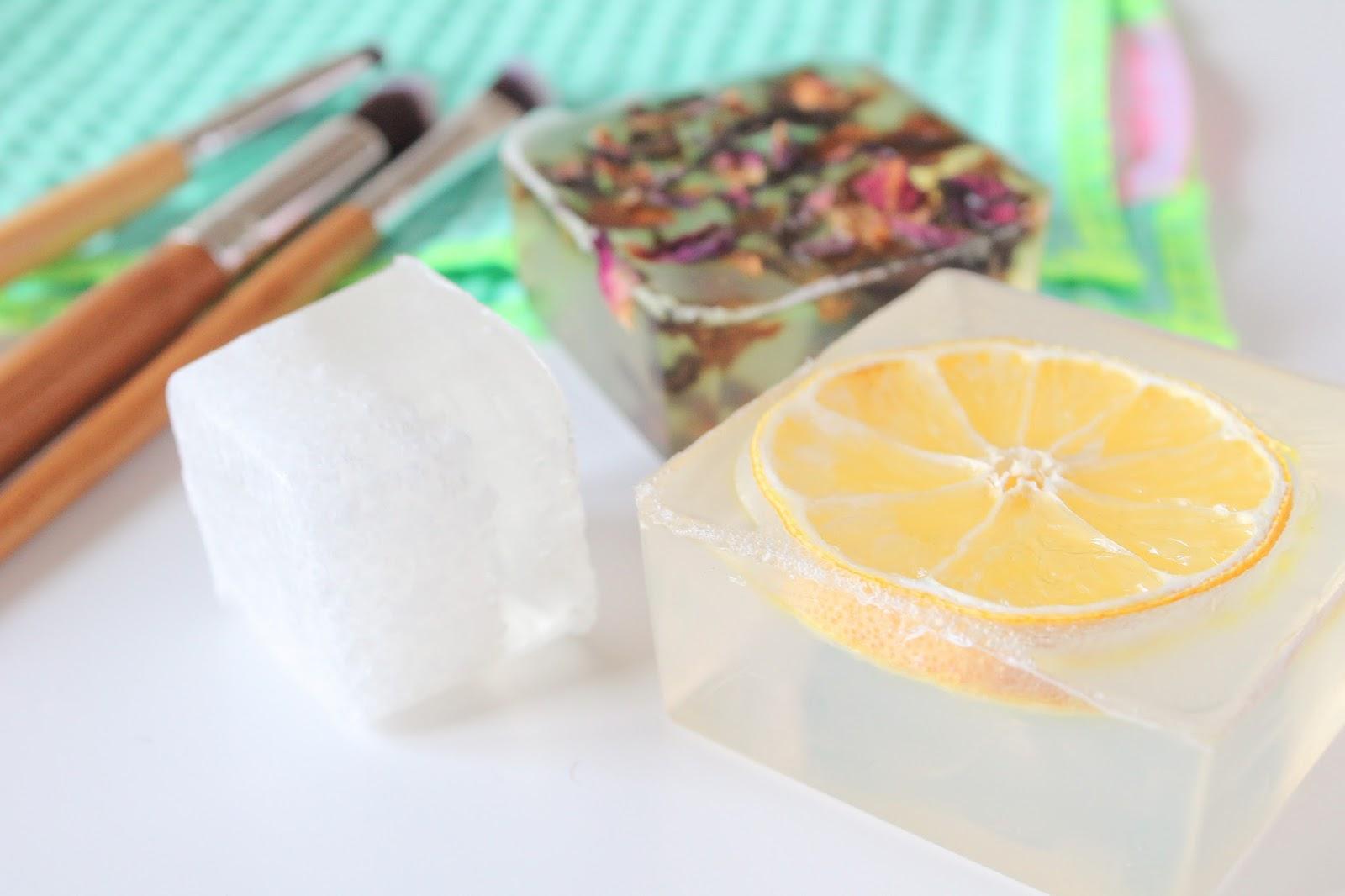 zodio comment créer son savon soi meme fabriquer seul facile à la maison tuto tutoriel diy do it yourself bain marie huile essentielle vegan veganie les gommettes de melo