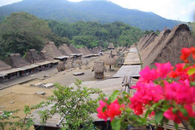 Cantiknya Desa Adat Bena di Pedalaman NTT
