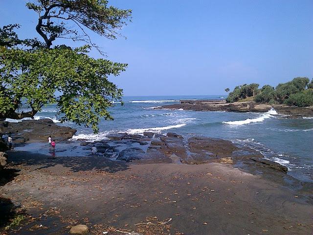 pantai cicalobak masih jarang dikunjungi