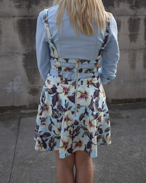 how to combine floral print dress link pinafore dress pinafore floral dress how to wear floral dress how to combine denim dress mariafelicia magno fashion blogger color block by felym fashion bloggers italy april outfit spring outfit