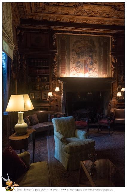 interno della casa Atellani sala camino