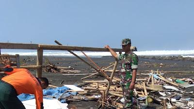 Puluhan Warung di Wisata Pantai Sodong Rusak Terseret Ombak Besar