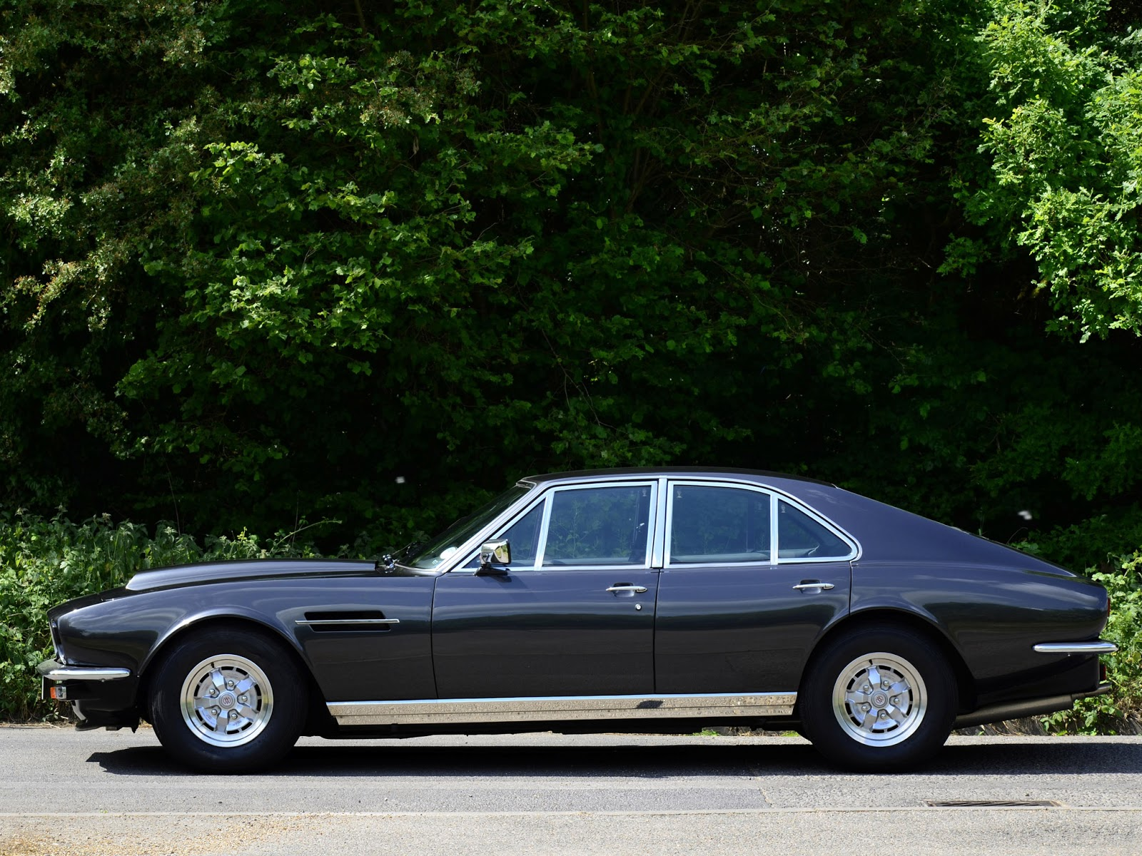 FAB WHEELS DIGEST (F.W.D.): 1974 Aston Martin Lagonda V8