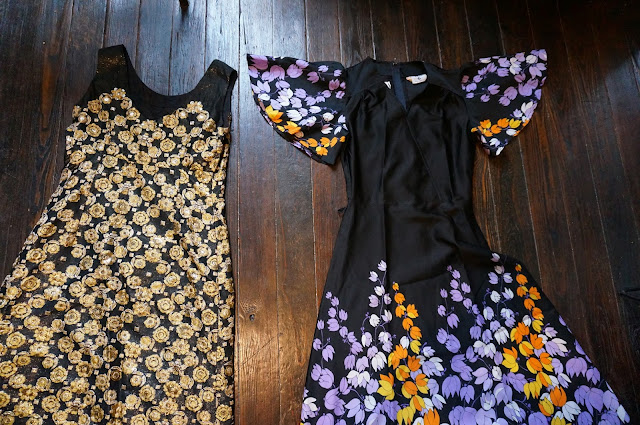 encore des robes longues des années 70  70s golden maxi dress + floral dress with butterfly sleeves 1970s