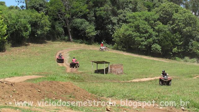 Passeio de quadriciclo no Parque de Aventuras Gasper, Bento Gonçalves