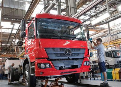 Mercedes-Benz vai contratar até 600 temporários para fábricas de caminhões