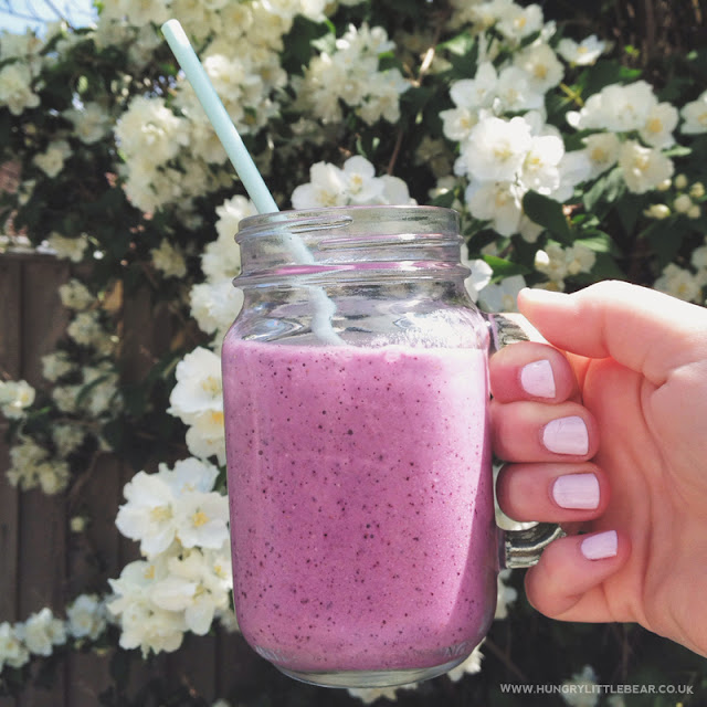 super berry smoothie with raspberry blueberry and strawberries