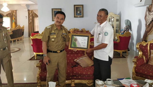 Capai UHC, Kabupaten Sinjai Terima Penghargaan BPJS Kesehatan
