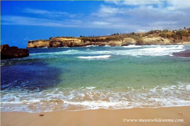 Pantai Klayar Pacitan garis pantainya luas