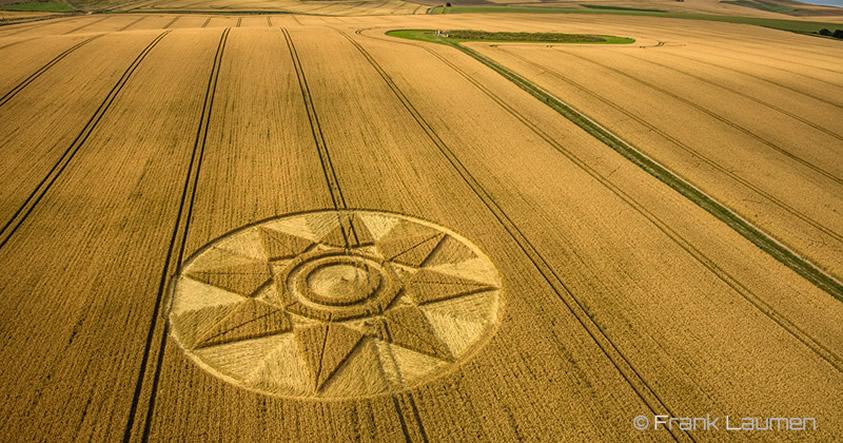 Reportan otro crop circle en Wiltshire representando una estrella de 8 puntas