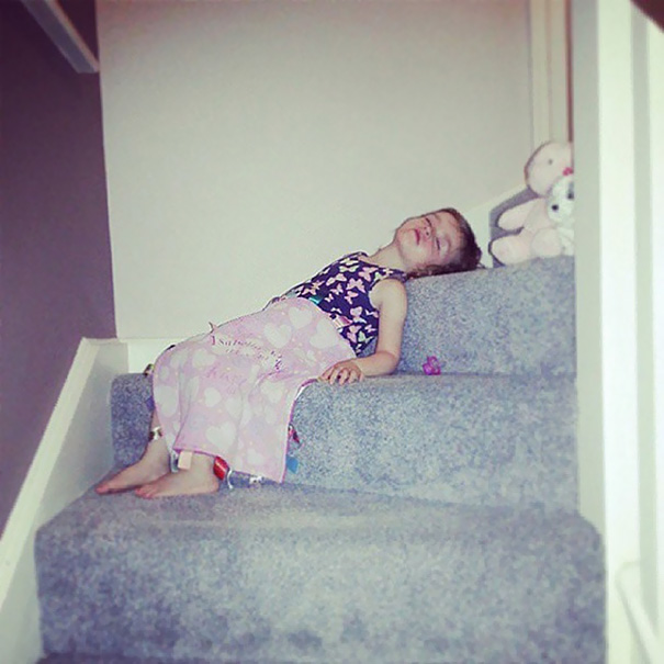 15+ Hilarious Pics That Prove Kids Can Sleep Anywhere - My Baby Girl Not Only Didn't Make It To Bedtime But She Also Didn't Make It To Bed