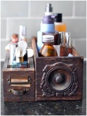Gunakan laci bekas sebagai kotak obat atau wadah skin care.