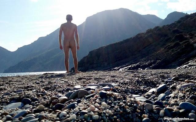 Bilderesultat for playa negrete nudist