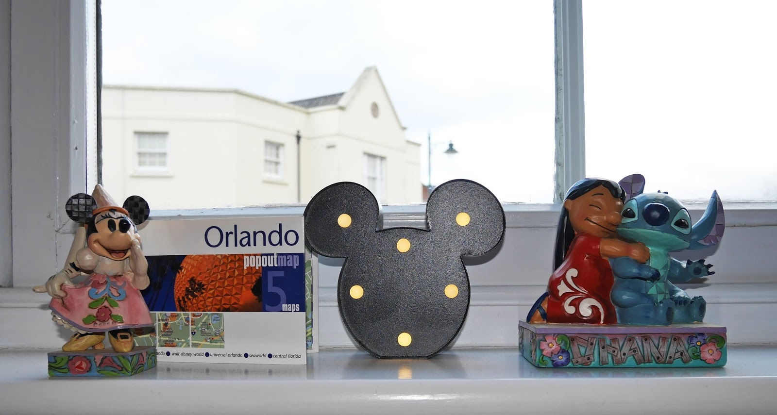Saving for Orlando - travel goals for 2018. Orlando-themed ornaments.