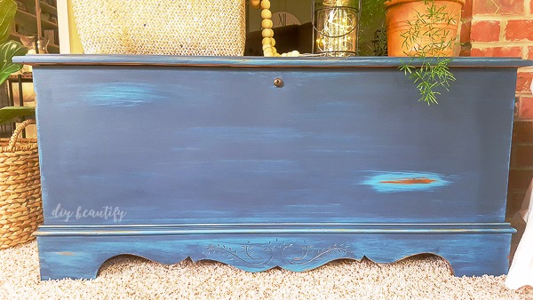 blanket chest makeover with paint and glaze