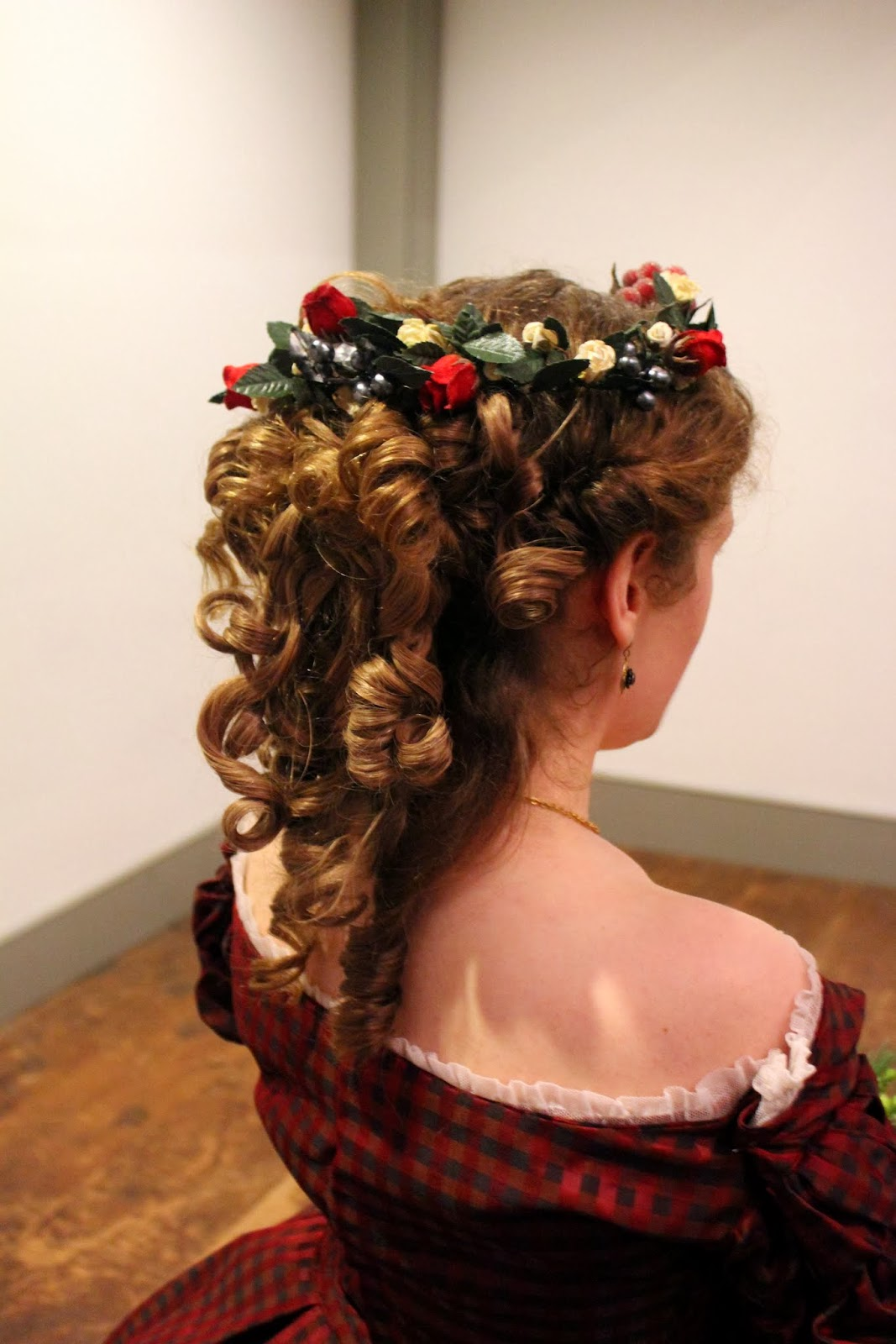 50 Wildly Creative Christmas Hairstyles That Are Hard To Top