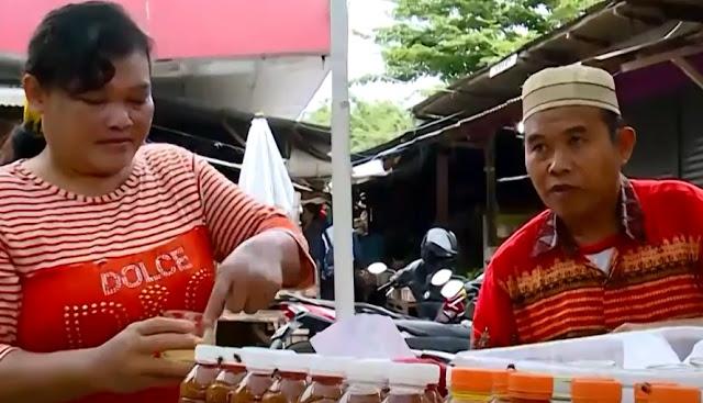 peramu jamu dari Kampung Sumberari Semarang.