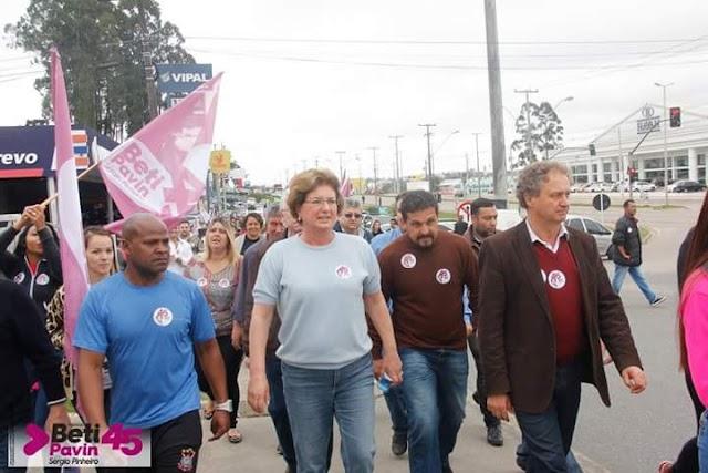 Beti Pavin lança sua campanha e faz caminhada rumo a vitória
