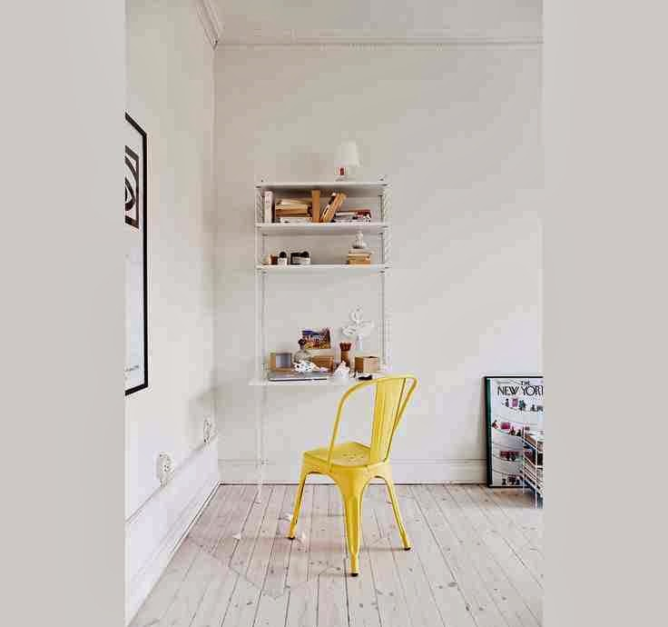 Yellow Tolix Chairs in white interior, industrialny design wnętrza