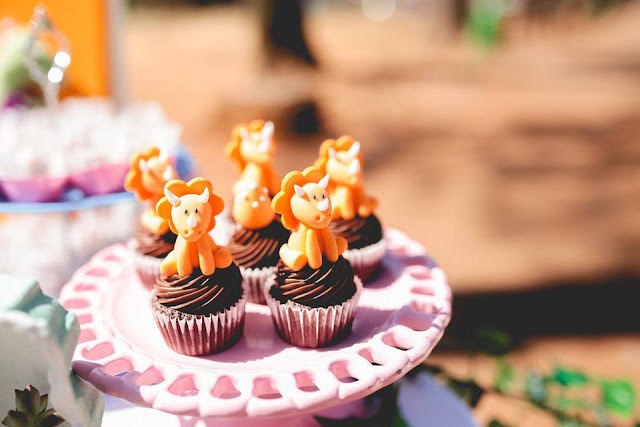 Aniversário Tema Dinossauro - Meninas - DIY - Raining Sugar - cupcake - dinossauro