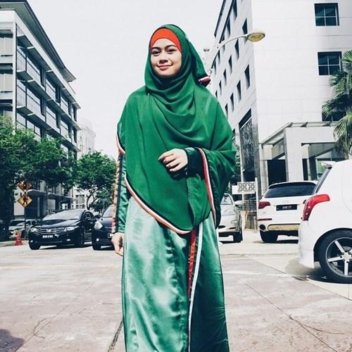 ketahui bagaimana seorang muslimah tampil menawan dengan pakaian dan fesyen terkini.